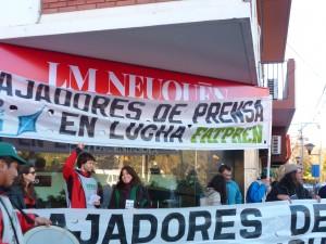Movilización frente a LMNeuquén