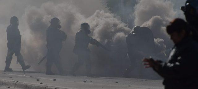 Postes de goma, gases y trabajo complicado durante la represión