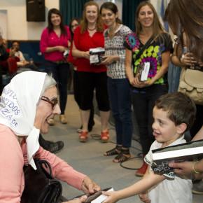 Presentación y entrega de libros a las bibliotecas populares